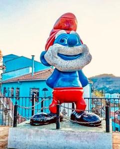 juzcar paese blu andalusia grande puffo statua villaggio dei puffi i puffi 3d traveltherapists