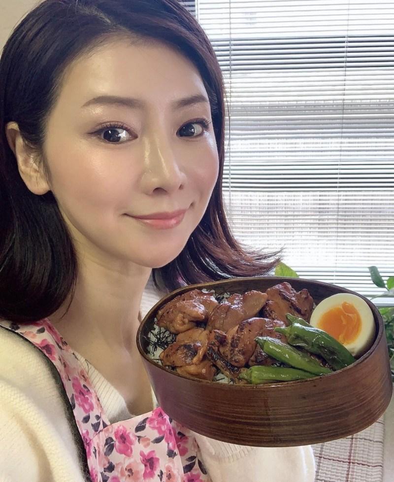masako Mizutani con in mano una ciotola di cibo giapponesetraveltherapists