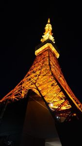 tokyo tower di notte