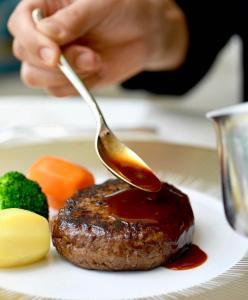 hamburger di wagyu le café v vuitton ginza il mio viaggio in giappone traveltherapists miglior blog di viaggio
