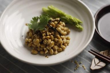 piatto di natto soia natto -kyoto-traveltherapists il mio viaggio in giappone miglior blog di viaggio