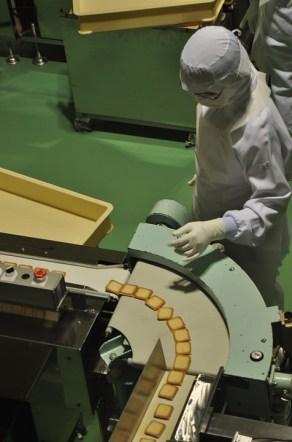 operaio fabbrica Lavorare in Giappone il mio viaggio in giappone traveltherapists miglior blog di viaggio blog giappone
