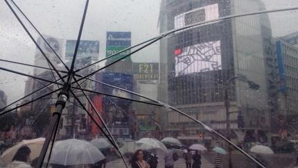 shibuya ombrelli il mio viaggio in giappone traveltherapists blog giappone miglior blog di viaggio