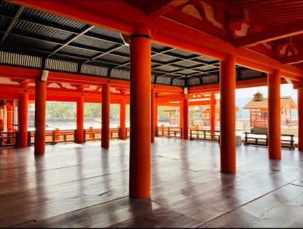 interno santuario itsukushima shrine miyajima il mio viaggio in giappone traveltherapists blog giappone miglior blog di viaggio