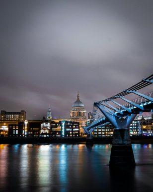 the-millennium-bridge- traveltherapists Cose non turistiche da fare a Londra