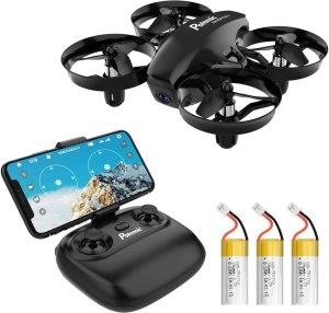 nella foto si vede potensic mini drone con le tre batterie e il joystick per il comando del drone e si vede anche connesso uno smartphone