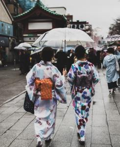 kimono pioggia in giappone In Giappone esistono 50 parole per dire pioggia. il mio viaggio in giappone traveltherapists blog giappone miglior blog di viaggio