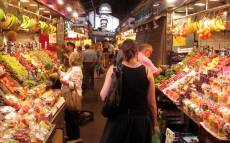 LA BOQUERIA has many different types of food, from fruit to the most typical dishes, whatever you want!!!