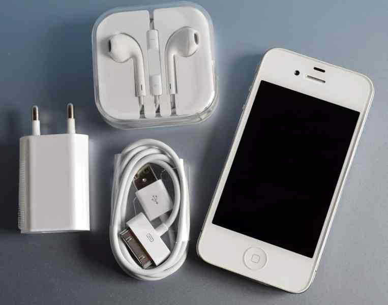 iphone wont stay charged 11 items you must pack in your carry on bag 15561