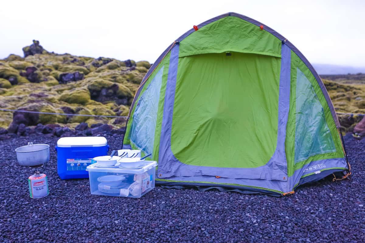 acampar en islandia en el verano - travel to blank