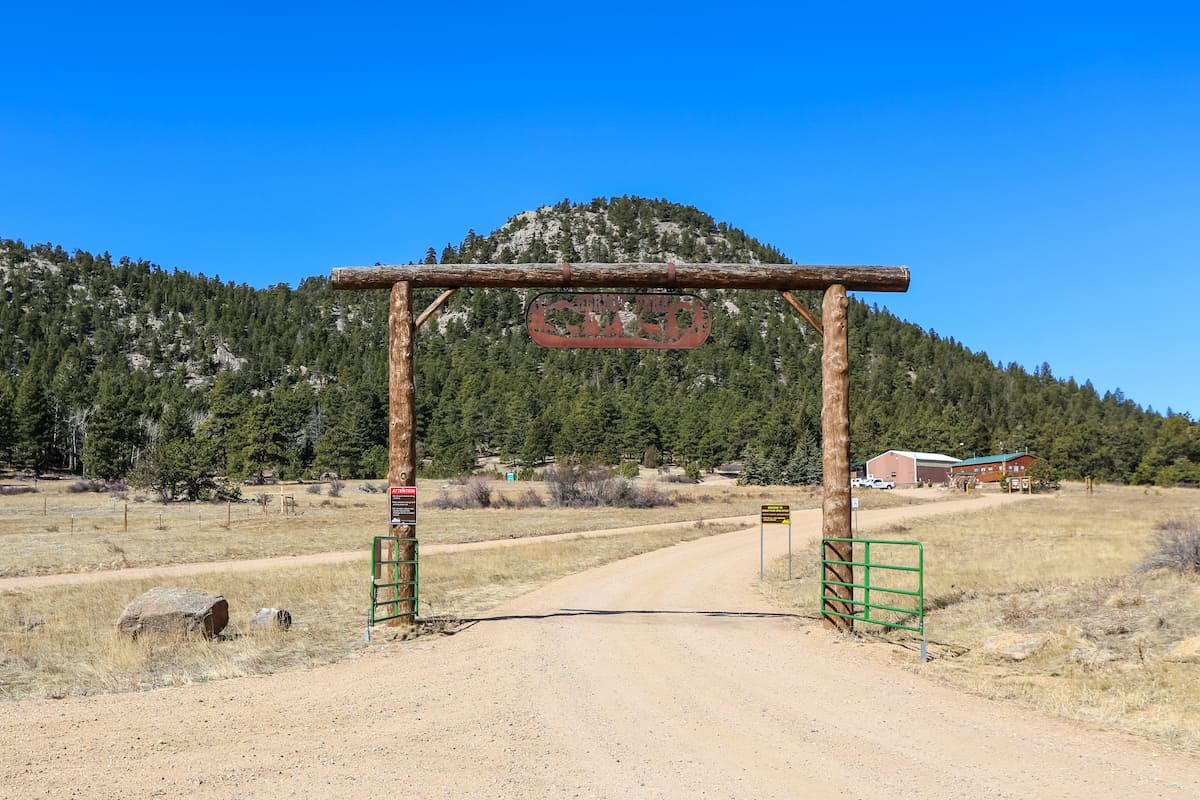 A Dog Friendly Weekend In Estes Park Colorado Travel To Blank