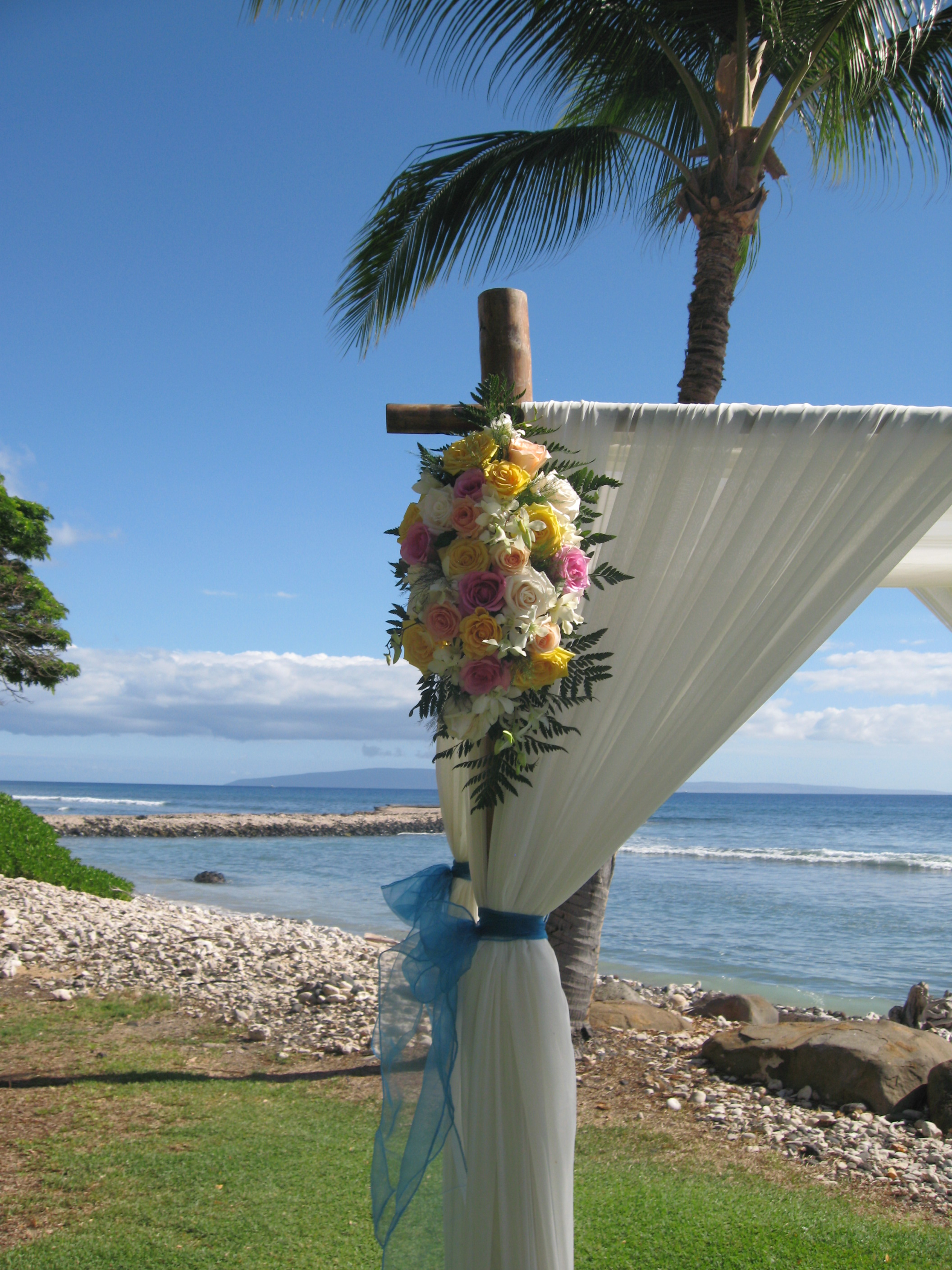 wedding chair covers hawaii rocky folding chairs tips from the best vendors in industry