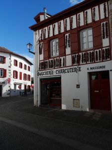 Espelette Pays basque bayonne france voyage express weekend traveltothemoonandback travel to the moon and back blog