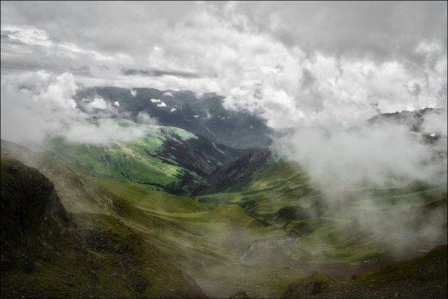 Landscapes with mist, Bada Bhangal Trek, Dhauladhar Himalayas, Himachal Pradesh, India