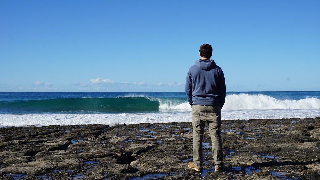 Golven breken op Pebbly Beach