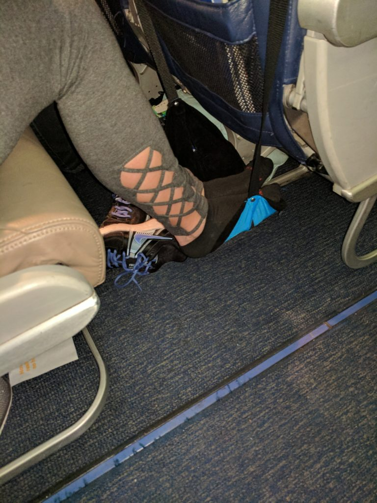 Review SmartTravel Portable Travel Footrest for Airplane