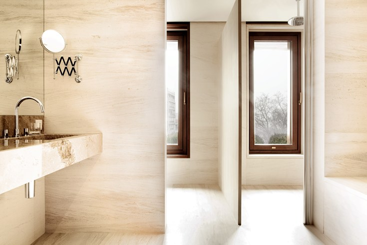 Modern bathroom with a window (Image Source: The Leading Hotels of the World / lhw.com)