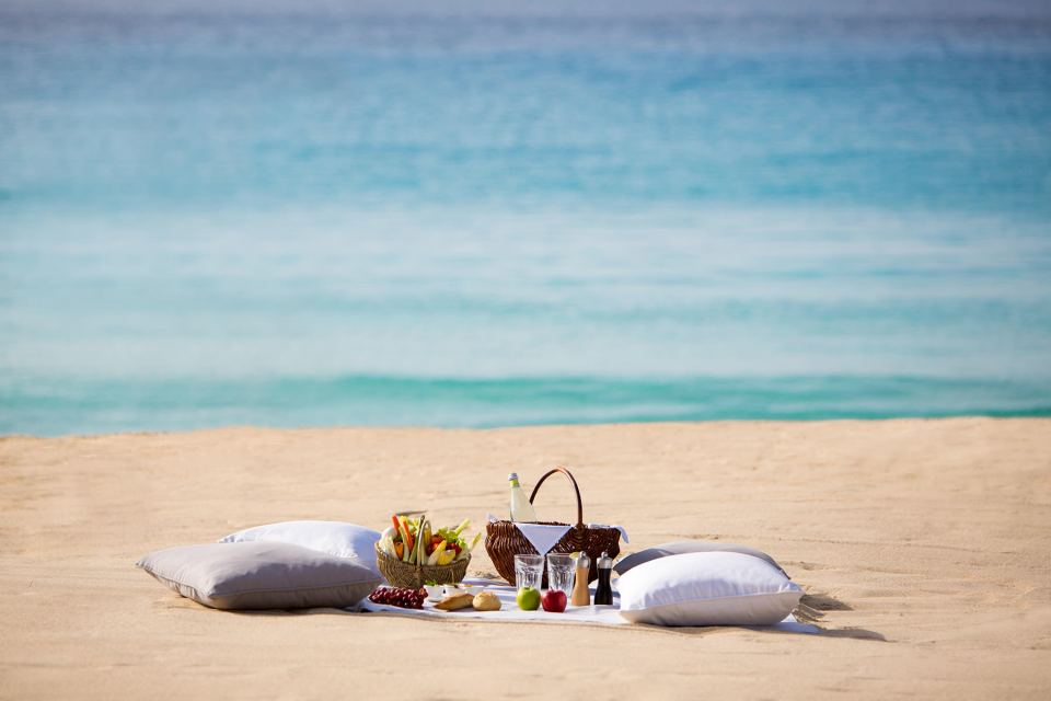 Lunch or breakfast may also be enjoyed by the beach (Image Source: St. Barth Isle de France / stbarthisledefrance.chevalblanc.com/)