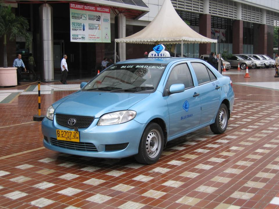 Blue Bird taxis are the most reliable ones in Jakarta (Image Source: Wikimedia / commons.wikimedia.org)