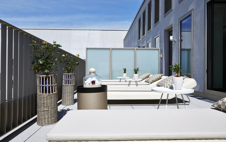 Guests may also enjoy the terrace of the SPA at Steigenberger Hotel Am Kanzleramt (Image Source: Steigenberger Hotel Am Kanzleramt / steigenberger.com)