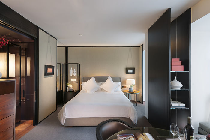 Deluxe Room at the Mandarin Oriental Guangzhou (Image Source: Mandarin Oriental Guangzhou / mandarinoriental.com)