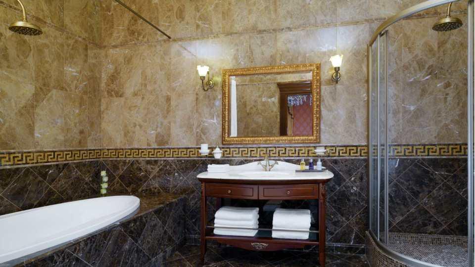 Classic design in the bathrooms of the Bristol Odessa (Image Source: Hotel Bristol Odessa / hotelbristolodessa.com)
