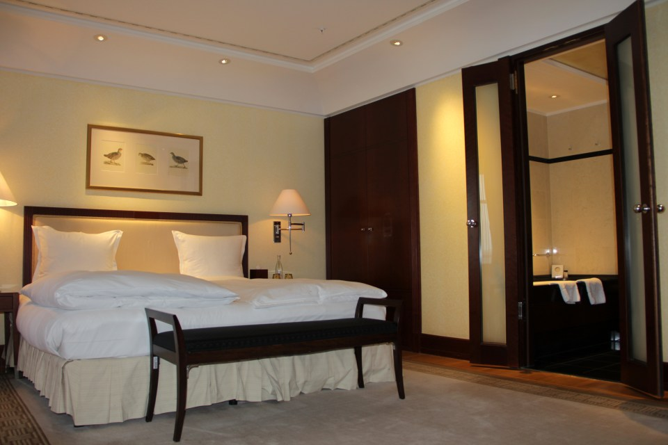 Large and comfortable bed in a Junior Suite