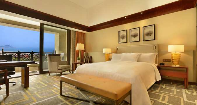 You want to enjoy sea view? Enjoy an Executive Room with lounge access and stunnig views on the ocean (Image Source: Hilton Qingdau Golden Beach / hilton.com)
