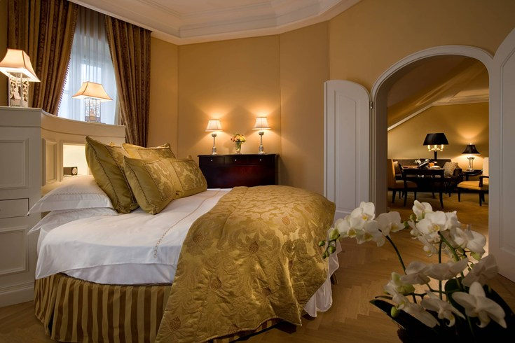Not the same, but a really similiar bedroom (Image Source: The Leading Hotels of the World / lhw.com)