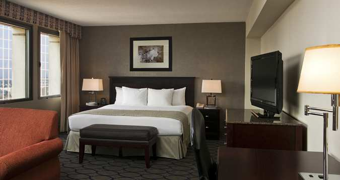(Image Source: Hilton Newark Penn Station / hilton.com)