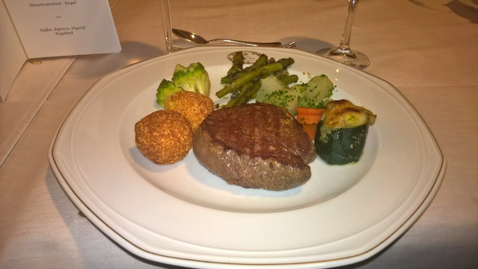 The main dish: Beef with vegetables and allmond balls