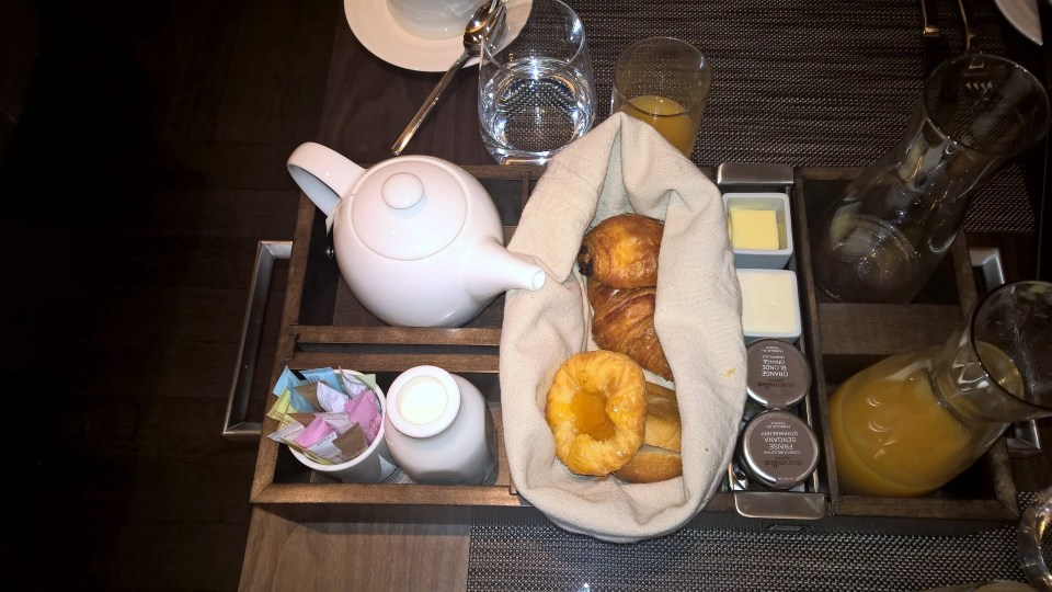Continental Breakfast at The Knicker: Bakery basket, juices and water