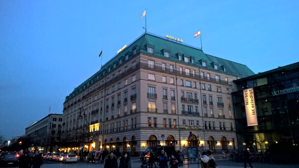 Back at the Adlon in the dark