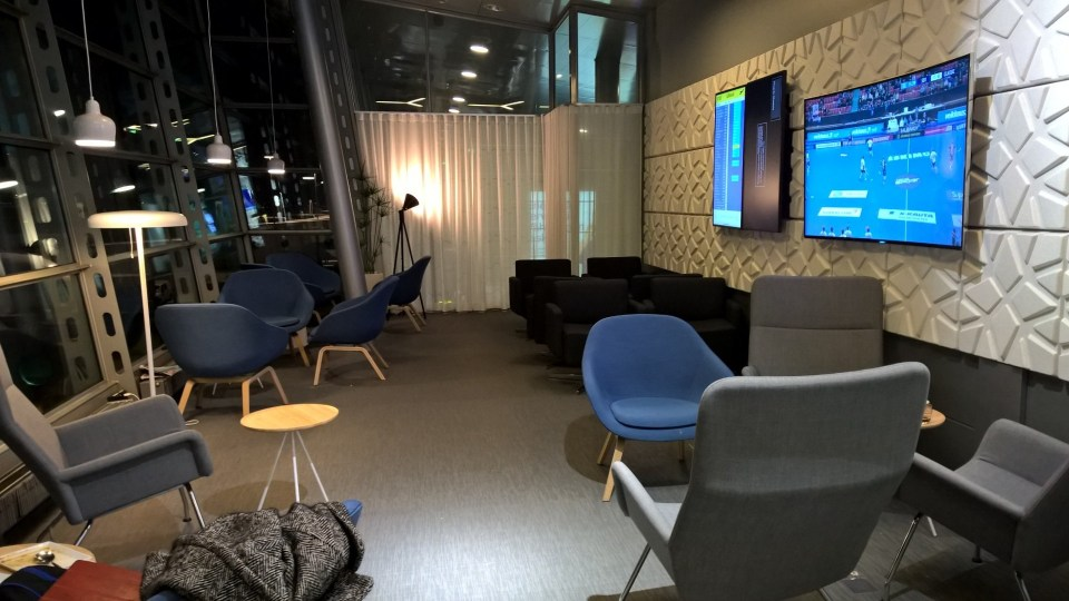Relaxation area with televsions and live information on flights
