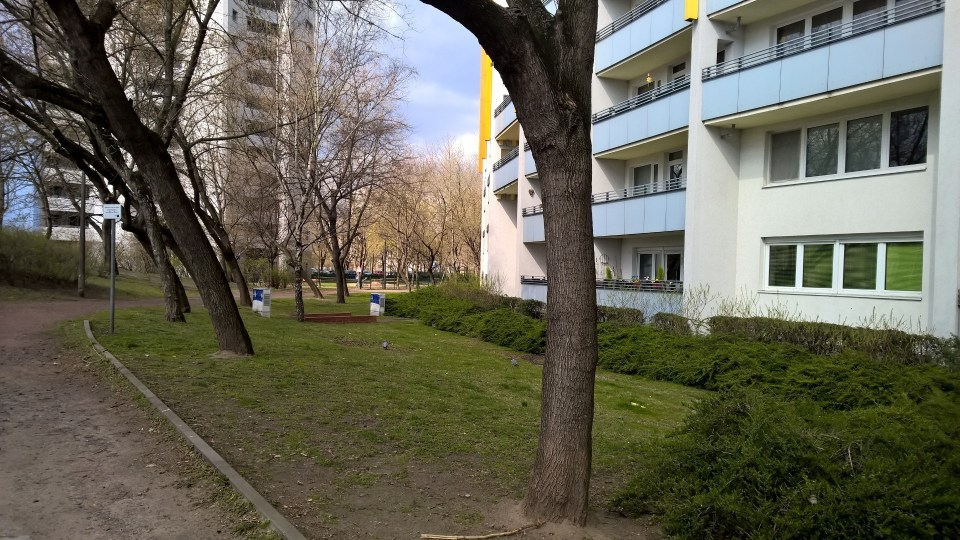 Little gardens in between prefabricated buildings