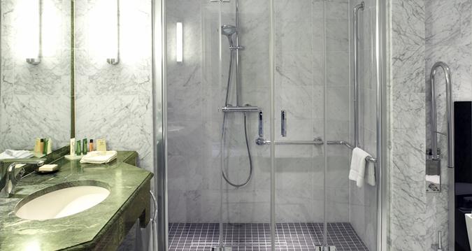 Hilton Brussels Grand Place Bathroom