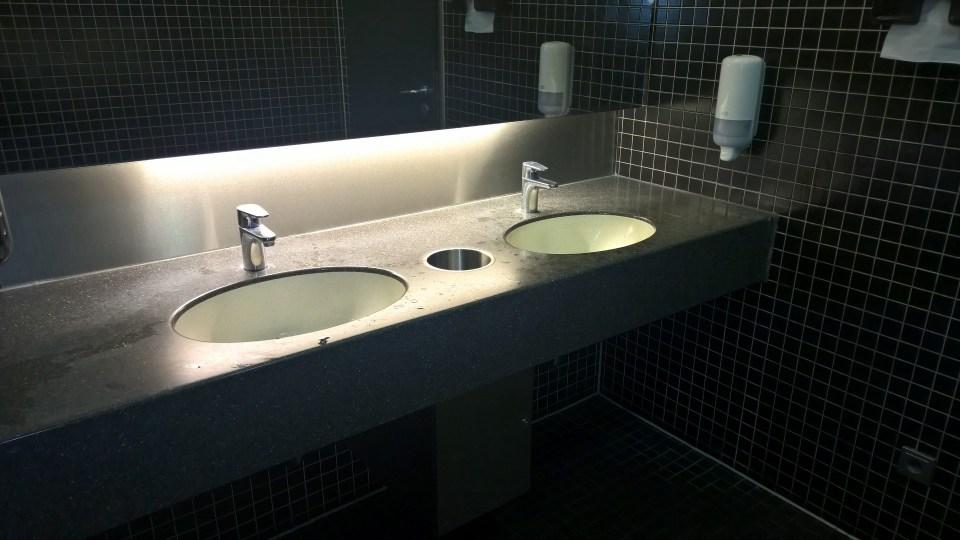 DB Lounge Hamburg Restrooms