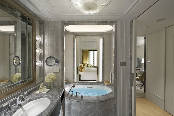 Deluxe Room Bathroom (Image Source: Mandarin Oriental Taipei / mandarinoriental.com)