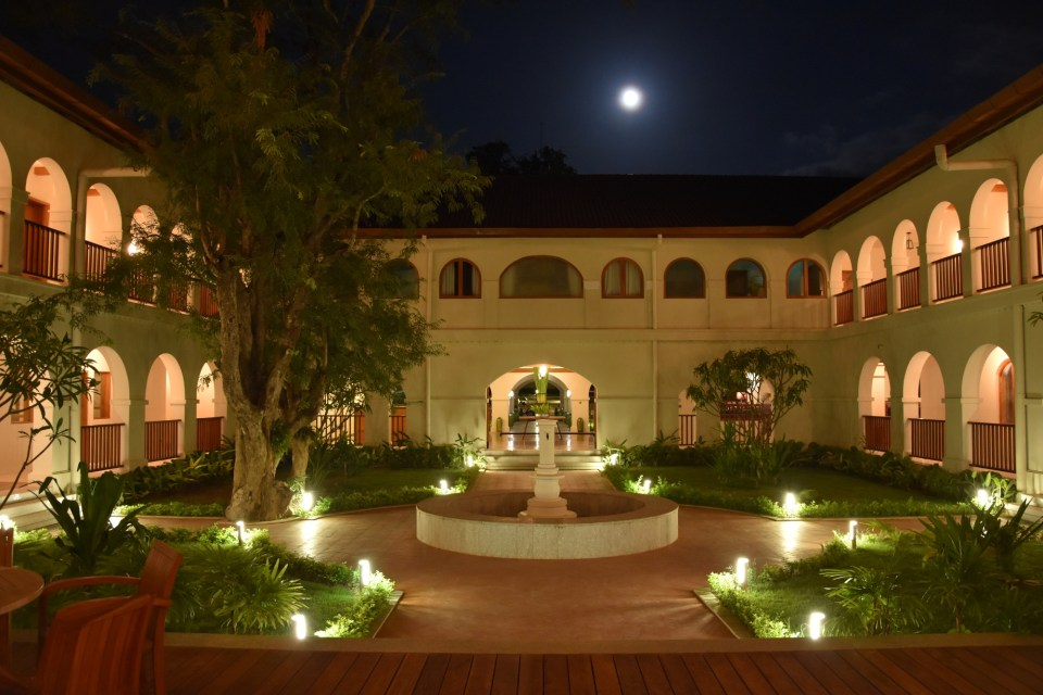 Sanctum Inle Resort Inner Courtyard