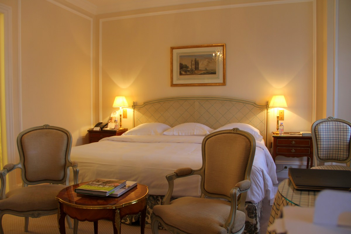 Le Bristol Paris Deluxe Room