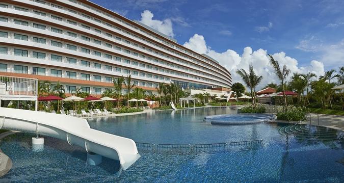 Hilton Okinawa Chatan Resort Exterior