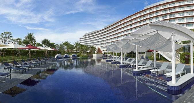 Hilton Okinawa Chatan Resort Outdoor Pool