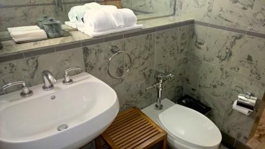 AA Flagship Lounge LAX Washroom