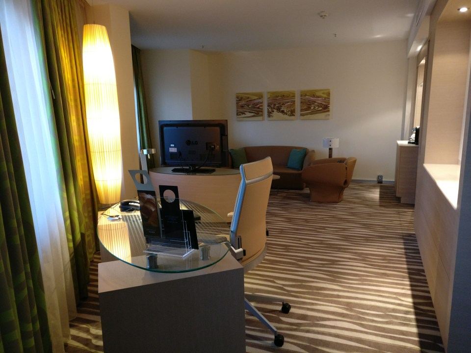 hilton-frankfurt-airport-executive-suite