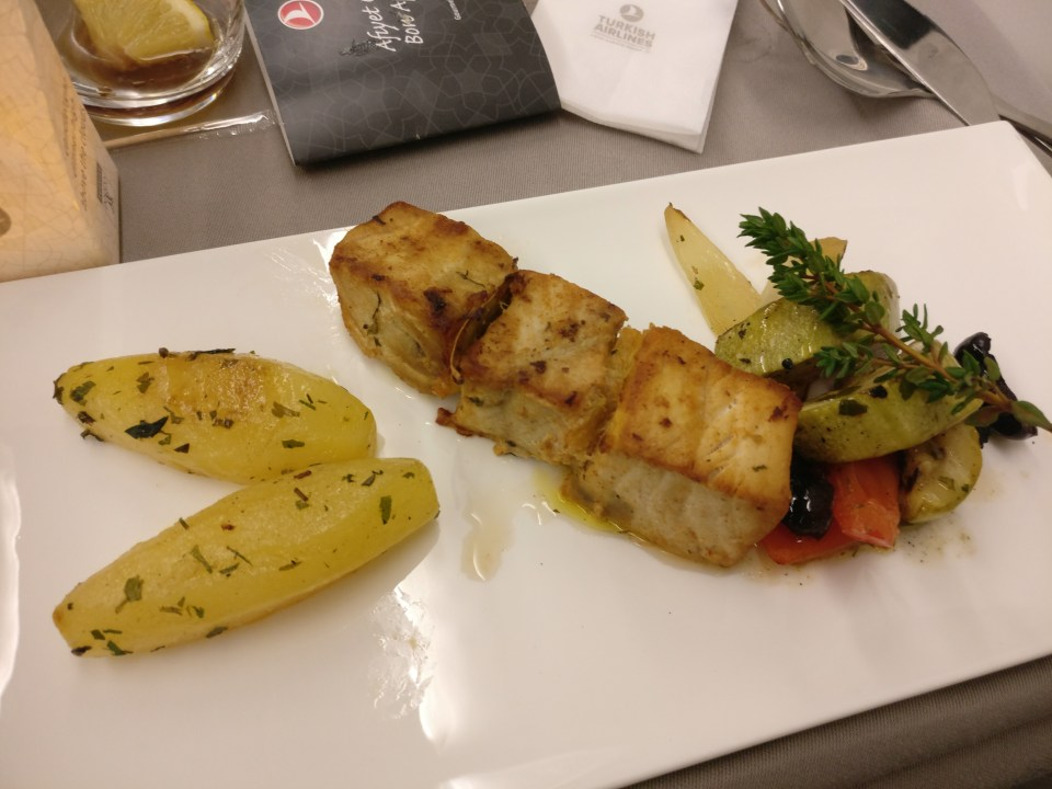 turkish-airlines-business-class-airbus-a330-dinner-2