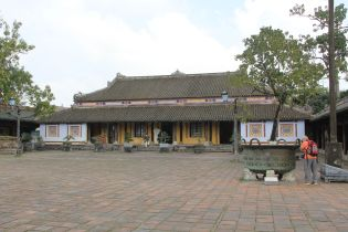 Hue Royal Palace Ta Vu