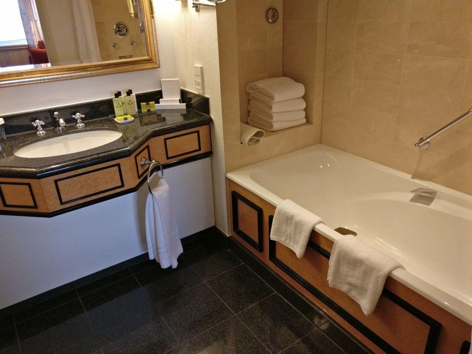 InterContinental Vienna Junior Suite Bathroom