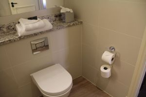 Castle Hotel Windsor Superior Room Bathroom