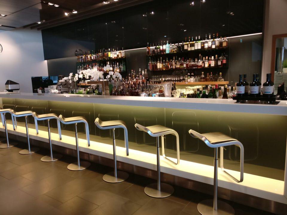 Lufthansa First Class Lounge Frankfurt A Bar