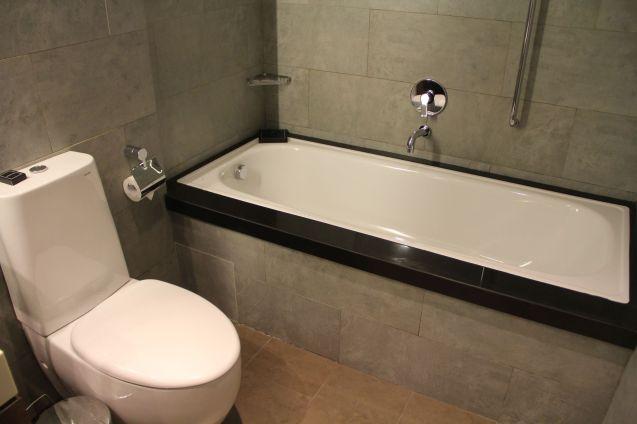 Hilton Garden Inn Bali Airport One Bedroom Suite Bathroom